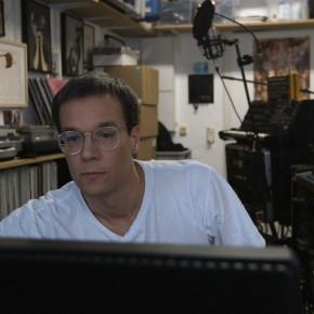 """Techno für Szenefremde: """"DENK ICH AN DEUTSCHLAND IN DER NACHT"""" von Romuald Kamarkar"""