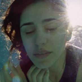 """In der Mitte zwischen unserem Schweigen: """"Born in Evin"""" von Maryam Zaree"""
